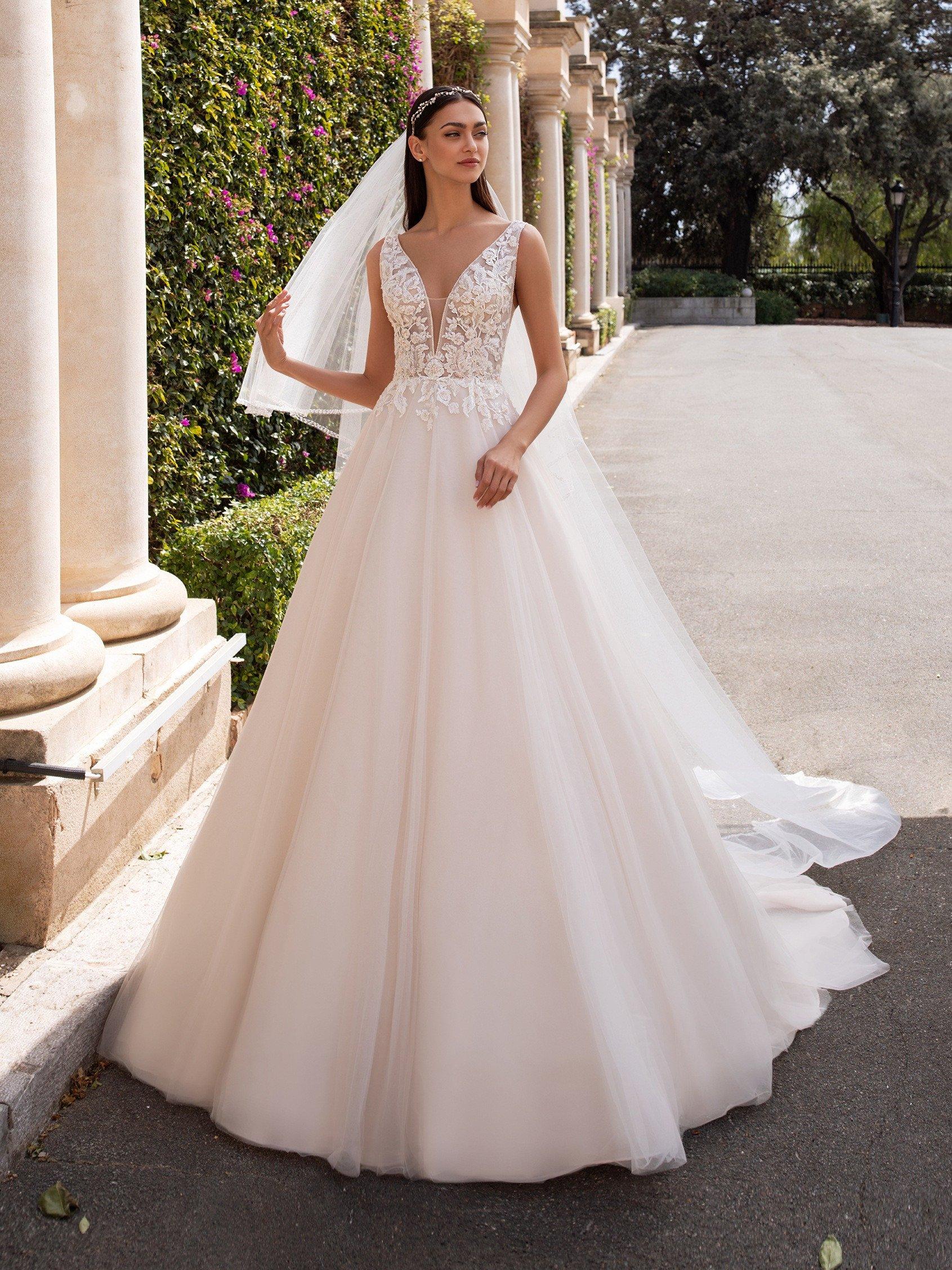 Hermoso vestido corte princesa tono Ivory