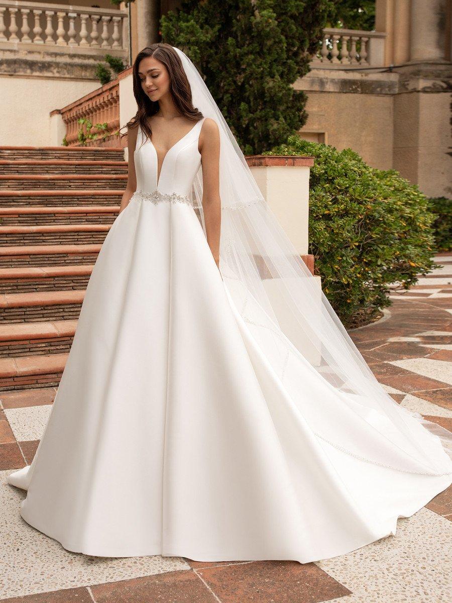 Hermoso vestido de novia corte en línea A